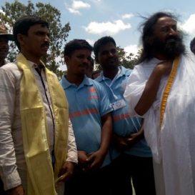 Sri Sri Ravi Shankar inspects Vedavathi Rejuvenation project sites