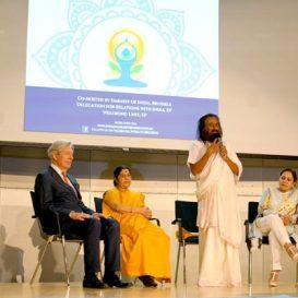 गुरुदेव श्री श्री रवि शंकर जी ने यूरोपीय संसद में योग के रहस्य को उजागर किया और बताया - समय की आवश्यकता है योग | Sri Sri Ravi Shankar Demystifies Yoga For The European Parliament, Calls It The Need Of The Hour