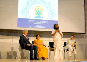 Sri Sri Ravi Shankar Demystifies Yoga For The European Parliament, Calls It The Need Of The Hour
