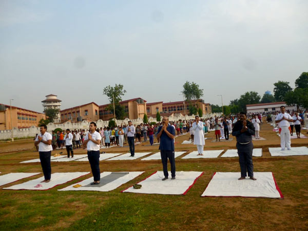 Hundreds of inmates at Ranchi Central Jail join The Art of Living's International Day of Yoga celebrations.