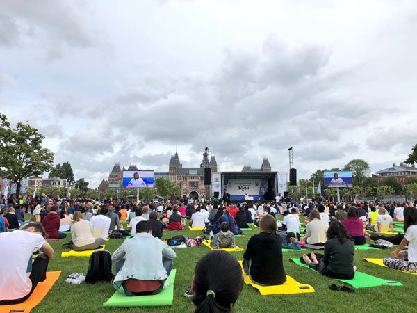 An audience of over 3000 joined Gurudev Sri Sri Ravi Shankar to launch the 4th International Day of Yoga celebrations at Amsterdam