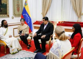 Sri Sri welcomed in Venezuela. Hopes for peace.