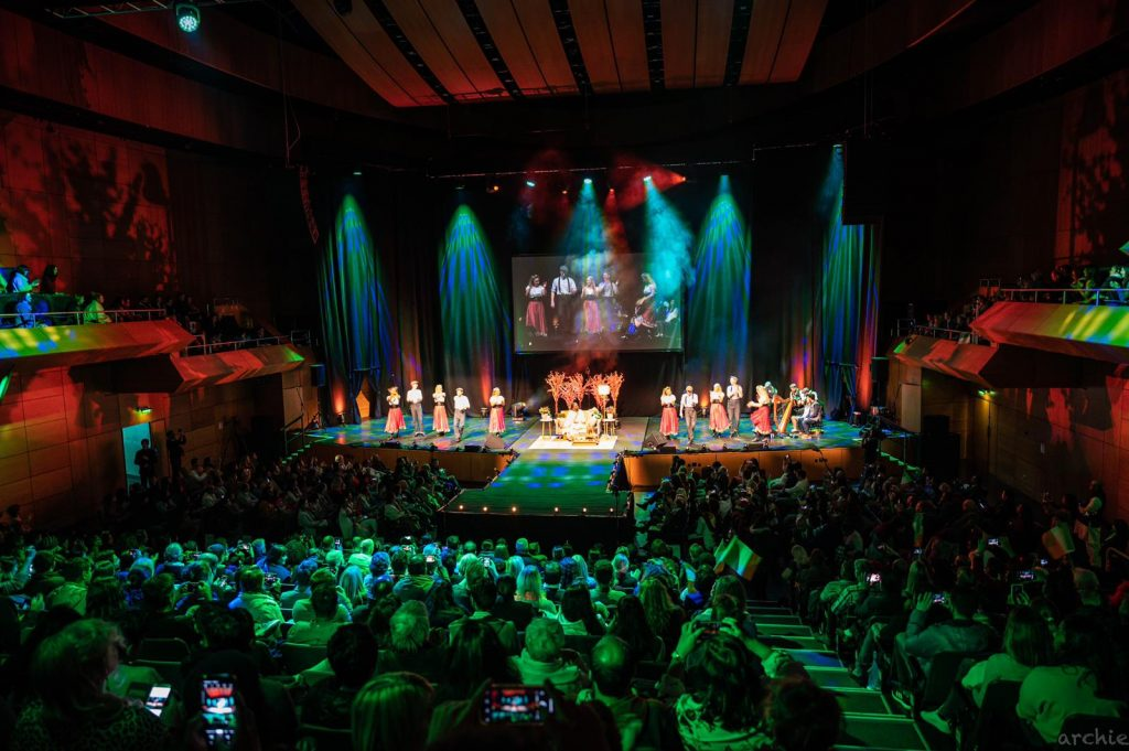 Cultural performance at Ireland meditates with Sri Sri Ravi Shankar nov17