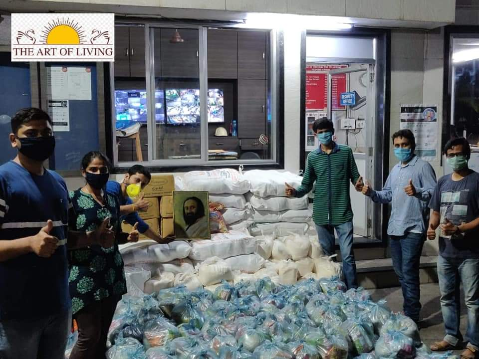 art of living food distribution during covid lockdown to low-income groups and migrant workers - 1
