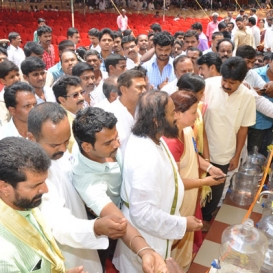 Sri Sri inaugurates 'Smart Village' project in Chikmagalur