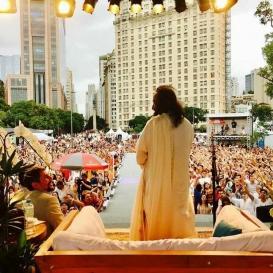 Latin America Looks To Sri Sri For Peace